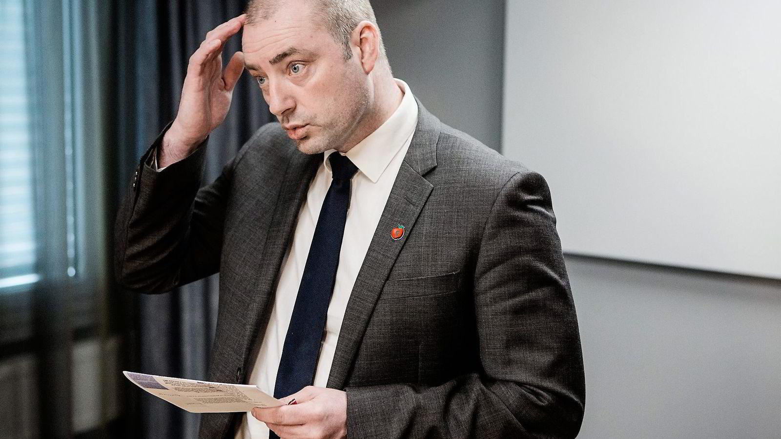 GLAD. Arbeidsminister Robert Eriksson mener endringene i loven vilbidra til at flere får prøvd seg i arbeidslivet. Foto: Fredrik Bjerknes