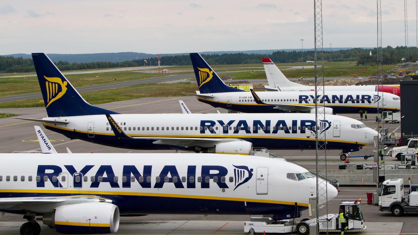 Arbeidsrettssaken mellom Ryanair og en tidligere kabinansatt skal føres etter norske lover, slår Borgarting lagmannsrett fast.