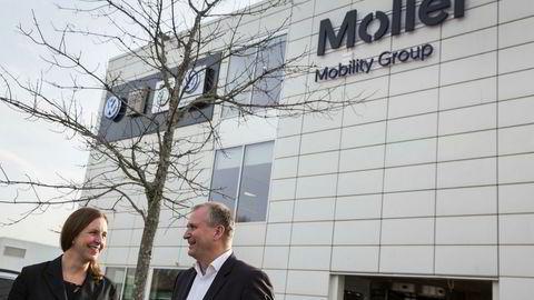 Finansdirektør Anna Nord Bjercke og konsernsjef Terje Male i Møller Mobility Group omsatte for to milliarder mindre i fjor enn i 2017. Nå setter konsernet av penger fordi prisene for bruktbiler er så usikre.