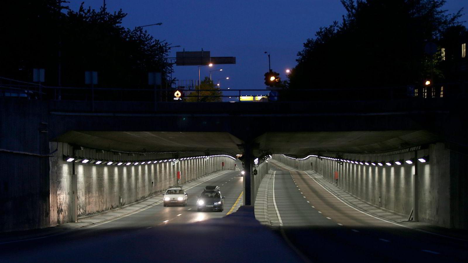 Nye EU-regler som er på vei, blir ikke offentlig debattert, skriver artikkelforfatteren. Arbeidet i Smestad-tunnelen startet 1. juni, som følge av et EU-direktiv vedtatt i 2004. Foto: Vidar Ruud,