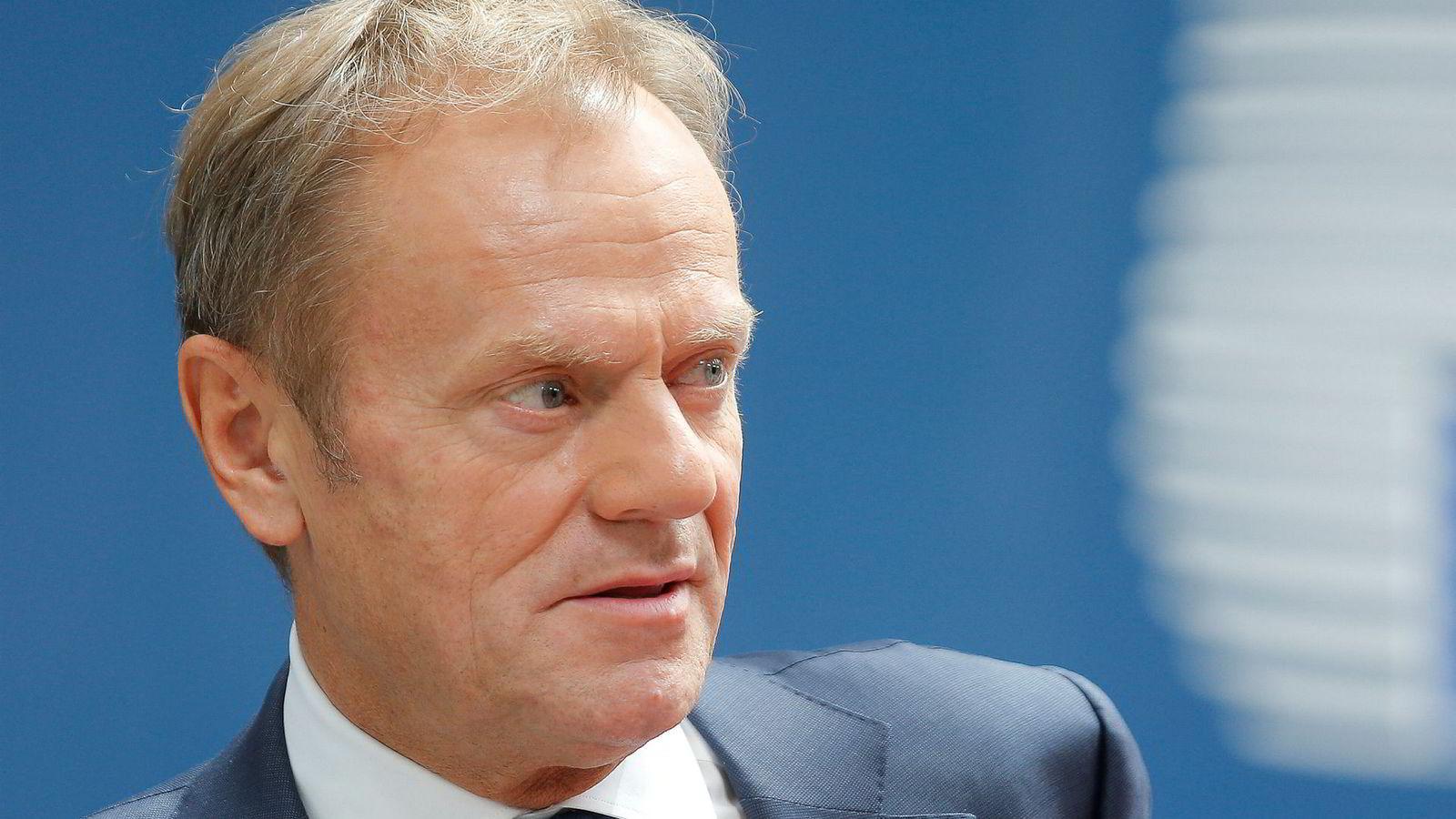EUs president Donald Tusk kaller inn til ekstraordinært møte i EU for å nå enighet om fordelingen av toppjobbene i Brussel.