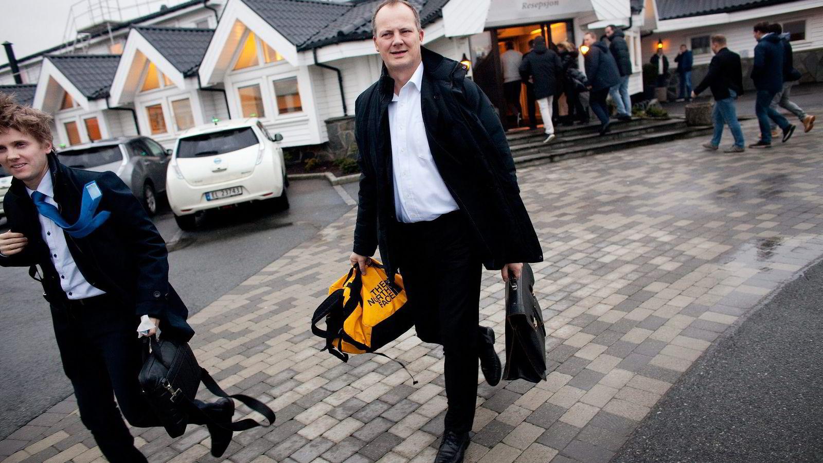 – Vi vil vurdere statlige pålegg mot de kommuner som stiller uhildede krav, sier samferdselsminister Ketil Solvik-Olsen.