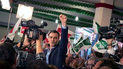 Statsminister Pedro Sánchez og hans parti PSOE ligger an til å gjøre et godt valg søndag.