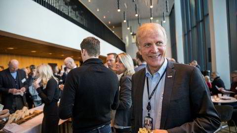 Avinor-sjef Dag Falk-Petersen var onsdag på Luftfartstilsynets konferanse i Bodø. Han sier planene for en stor sjømatterminal på Gardermoen kan bli endret eller stoppet om ikke private investorer vil finansiere prosjektet.