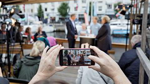 Klimakampen blir satt mer på dagsordenen under Arendalsuka i år. Her har nysgjerrige publikummere samlet seg til fjorårets utspørring mellom statsminister Erna Solberg (H) og Arbeiderpartiets leder Jonas Gahr Støre.
