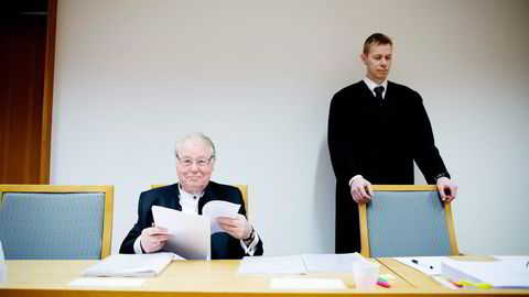 Bjørn Hegstad (til venstre) – her med sin advokat Jarle Schelander – saksøker staten fordi han mener han skal skatte til Sveits, ikke Norge. Foto: Mikaela Berg