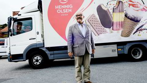 Administrerende direktør Paal Hennig-Olsen i Hennig-Olsen Is gliser i takt med finværet og nye omsetningsrekorder.