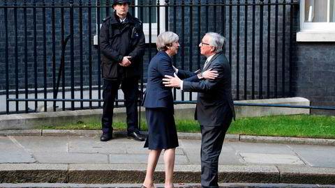 Statsminister Theresa May og Europakommisjonens president Jean-Claude Juncker møttes 26. april i London. Ifølge lekkasjer kan EØS være en midlertidig løsning for de to partene i brexit-forhandlingene.