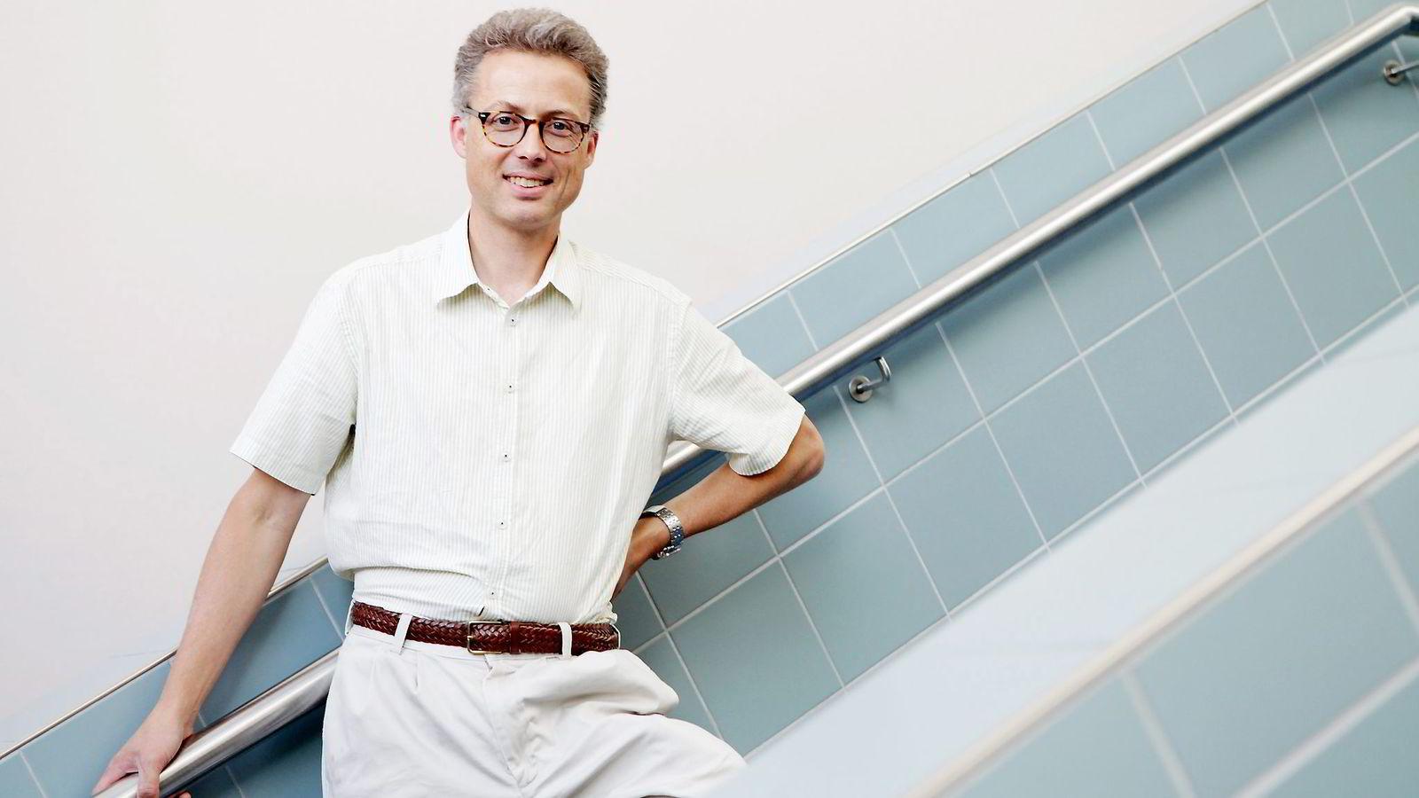 UTFORDRER. Professor Jarle Møen har sett seg lei av argumentet om at formuesskatt skader norsk eierskap. Han får støtte fra professorkollega Steinar Holden.