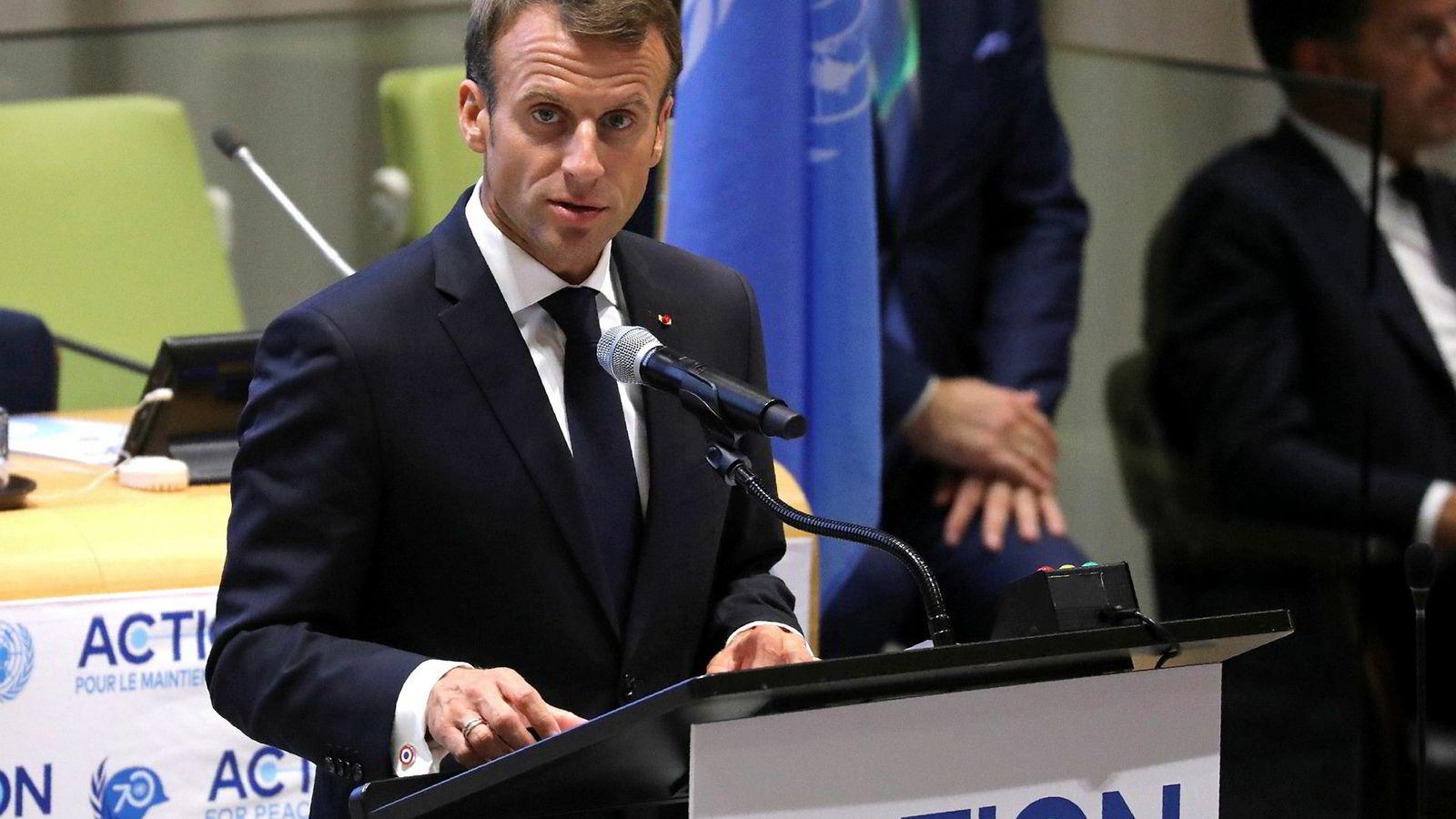 Frankrikes president Emmanuel Macron mener Iran fortsatt bør få eksportere olje.