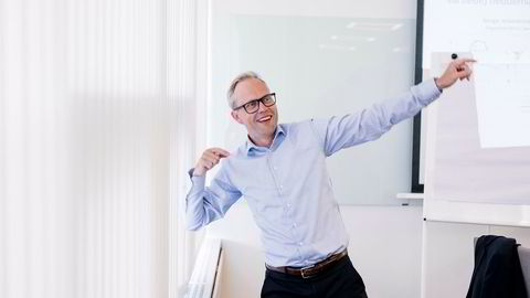 Sjeføkonom i SR-Bank Kyrre M. Knudsen mener oljeinvesteringsanslagene fra både Norges Bank og Statistisk sentralbyrå er for lave for neste år.