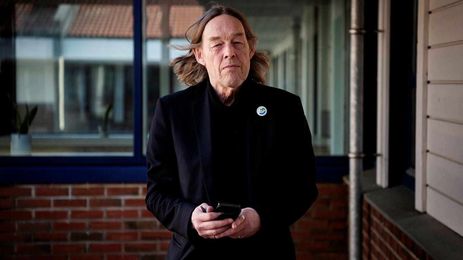 Ukjente bestilte mobilabonnement i navnet til tidligere SV-stortingsrepresentant Hallgeir Langeland. Så bestilte de tjenester hos forbrukslånsbanker.