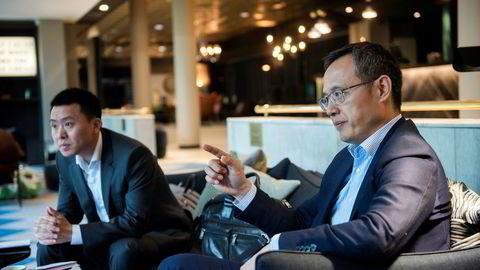 Huawei fortsetter med sine planlagte produktlanseringer til tross for president Trumps forbud mot å la Huawei bruke den amerikanske mobilplattformen Android. Yanmin Wang (til høyre), sjef for Huaweis forbrukerelektronikk i Norden, Canada og sentrale Øst-Europa og Tom Tang i Huawei Norge.