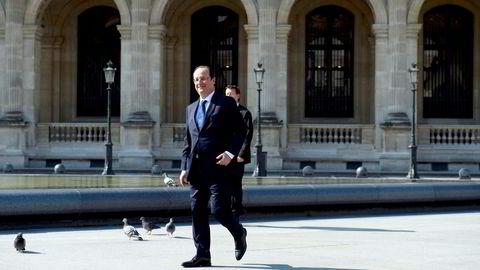 UNDER HAMMEREN. Frankrikes president François Hollande liker ikke at fransk industri forsvinner fra nasjonal kontroll. Behovet for å få fart på en stagnerende fransk økonomi, ser likevel ut til å veie tyngre. Foto: Alain Jocard, Reuters/NTB Scanpix