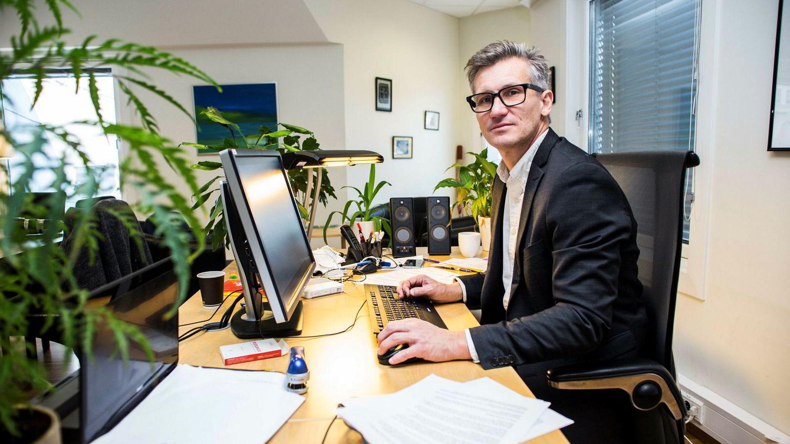 Direktør Bjørn Erik Thon i Datatilsynet er ikke begeistret over at myndighetene vil masseovervåke aktiviteten til nordmenn på nettet.
