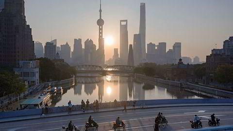 Kina svarer USA og høyner toll på visse varer fra 1. juni. Her fra finansområdet Pudong i Shanghai.