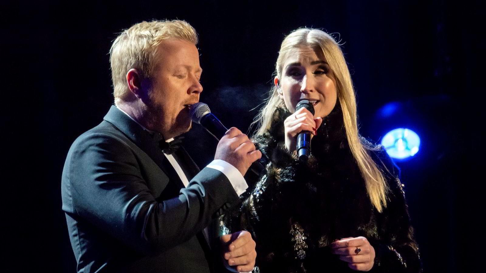 Christel Alsos og Kurt Nilsen sang under Nobels Fredsfest foran Oslo rådhus i fjor.