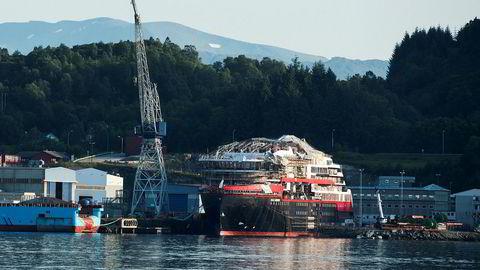 Kleven Verft i Ulsteinvik bygger Hurtigruteskipet Roald Amundsen og tre andre. Når det er levert har verftet ingen flere kontrakter i ordreboken.