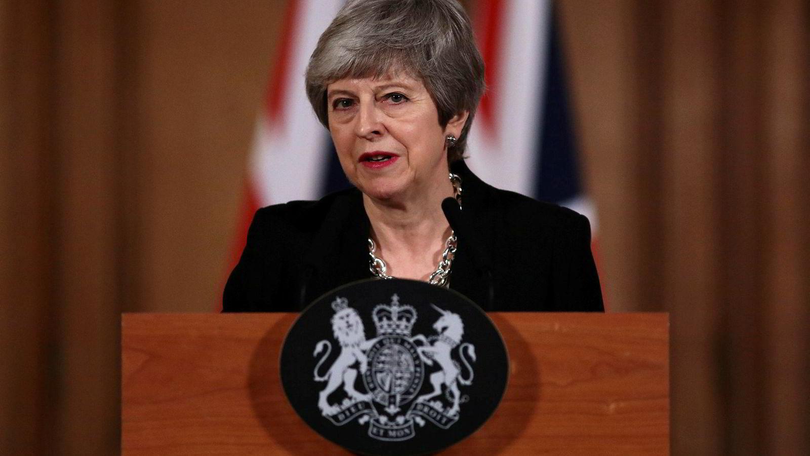 Statsminister Theresa May håper nå på drahjelp fra opposisjonsleder Jeremy Corbyn