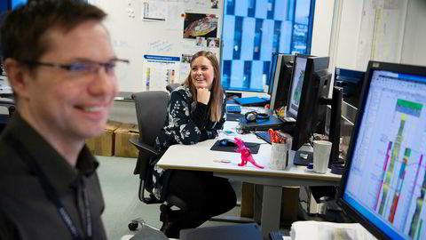 Geolog Thea Broch fant olje for 40 milliarder på første forsøk.Her er hun sammen med kollega Bjarne Rafaelsen, prosjektleder i leteavdelingen.