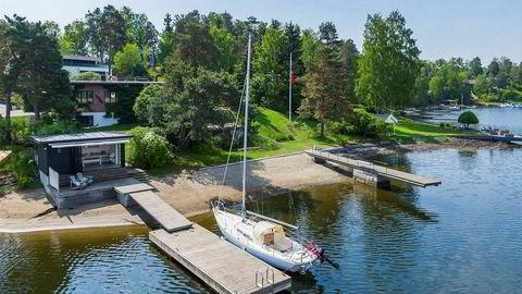 Denne boligen på Snarøya i Bærum med strandlinje med strandhus og to brygger er nå til salgs med en prisantydning på 85 millioner kroner.