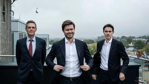 Analytikerne Bjarne Schieldrop, Kim André Uggedal og Herman Lia har sammen med sine to ikke avbildede kolleger Anders Rosenlund og Magnus Hjermann loddet stemningen blant de aller største oljeselskapene i verden.