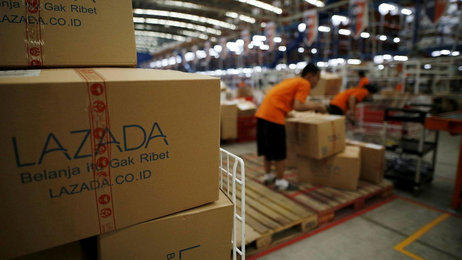 Verdens største internettselskaper kjemper om markedsandeler og innpass i Sørøst-Asia. Alibaba har foretatt store oppkjøp, blant annet Lazada. Nå går startskuddet for Amazons satsing i regionen - et marked som kan bli verdt 200 milliarder dollar i 2025.