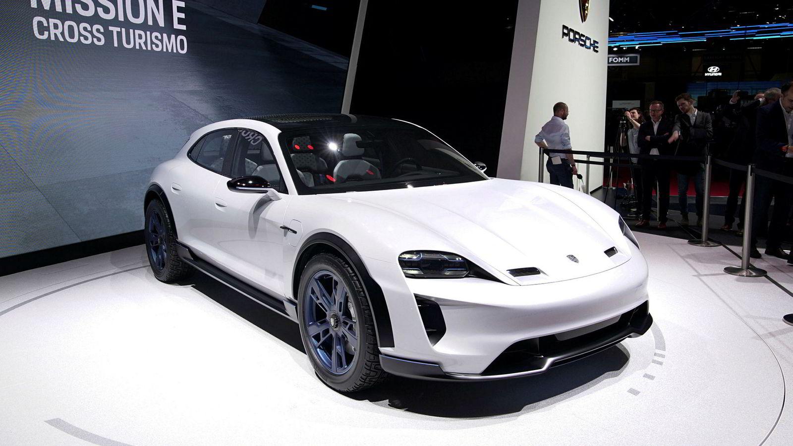 Her er Porsche Mission E Cross Turismo under bilutstillingen i Genève i mars i år.