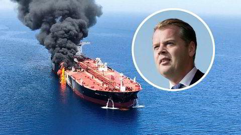 """Frontline-tankeren """"Front Altair"""" står i brann i Oman-bukten. Administrerende direktør Robert Hvide Macleod i Frontline vet ikke hva som forårsaket hendelsen."""