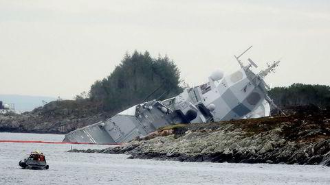 Fregatten KNM «Helge Ingstad» fikk en stor flenge på styrbord side etter sammenstøtet med tankskipet «Sola TS» ved Sture-terminalen, og ble manøvrert på grunn for å hindre at den skulle synke.