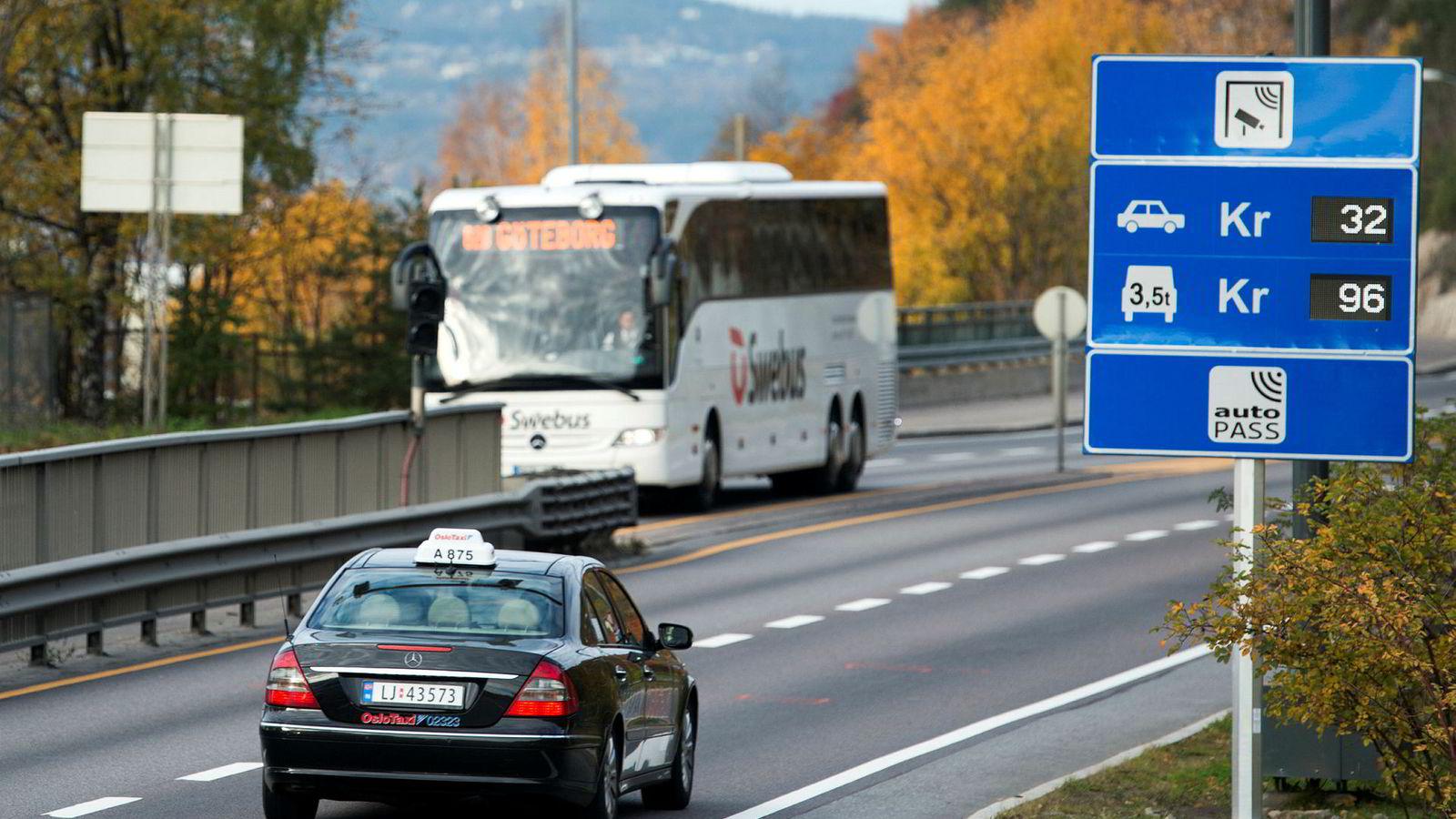 Flere hvert år – og snart 40 nye i Rogaland. Her en bomstasjon fra Oslo-området. I hovedstaden var i fjor vel ti prosent av passeringene med avgiftsfri elbil.