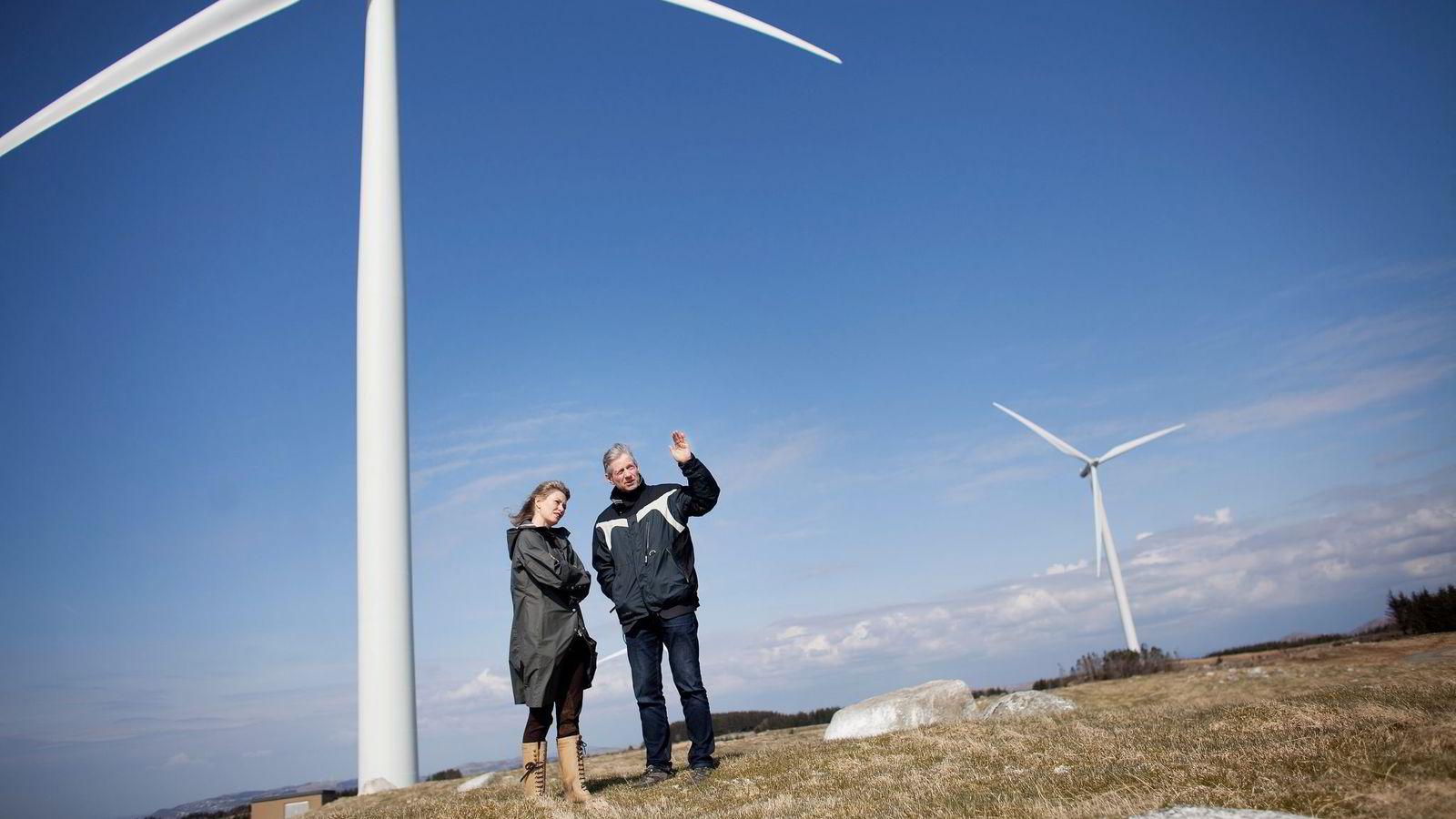 Siri Kalvig og Rune Hersvik i Norsk Vind Energi kjører på med gigantiske vindprosjekter her i Sør-Rogaland før dagens støtteordninger opphører.