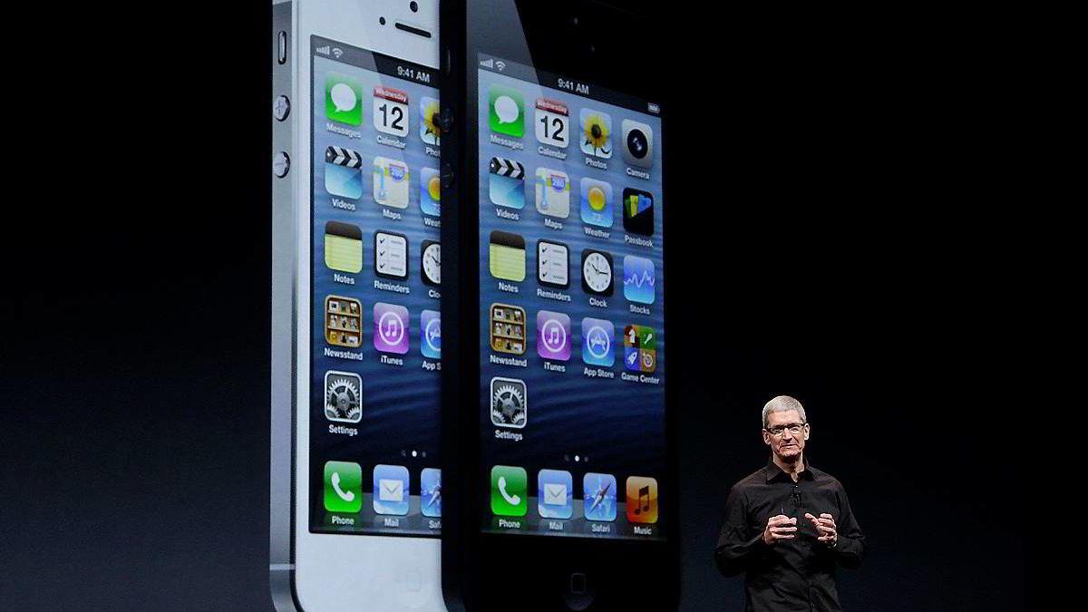 Investorene krever ekstase: Tim Cook har presentert flere nye produkter, men ikke nok magi til å holde Apples aksjekurs oppe. Nå mener enkelte at selskapet trenger en ny sjef, trolig helst en ny Steve Jobs.