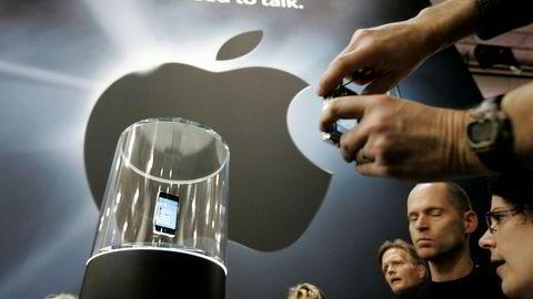 Tenk på forstyrrelsen i telefonmarkedet i 2007 da Apple lanserte sin første Iphone (avbildet). Telefonen hadde en brukeropplevelse som utvilsomt var bedre enn konkurrentenes, og dette var sannsynligvis oppskriften bak dens suksess. En stor del av teknologien i Iphone ble imidlertid utviklet av offentlig sektor, skriver artikkelforfatteren.