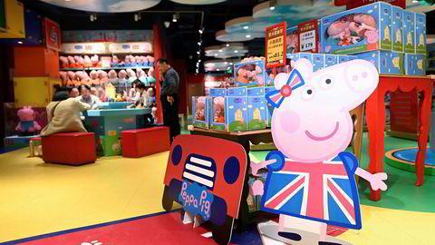 Den 15 år gamle britiske suksesserien Peppa Gris er oversatt til over 40 språk. Nå er den kommet på amerikanske hender.