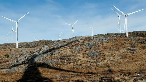 Noen av vindturbinene i Midtfjellet vindpark i Fitjar kommune. På Sørmarkfjellet i Flatanger og Osen kommuner i Trøndelag skal det også bygges vindpark.