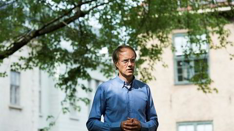– Jeg tror vi kan løse det på en mer vennlig måte enn å nærmest pushe obligasjonseiere inn i en forlengelse, sier privatinvestor Carsten Hjelde, som eier ti millioner kroner i Norwegians obligasjonslån som forfaller i desember.