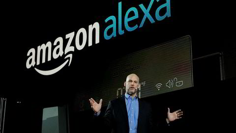 Mike George, sjef for Alexa i Amazon, snakker om smarte hvitevarer under CES-messen i Las Vegas i år.