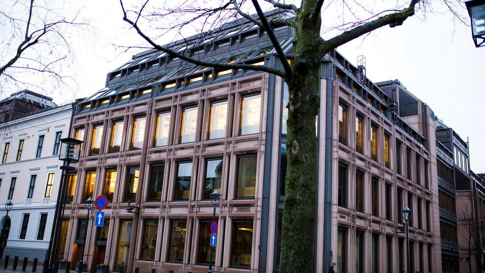 Norges Bank planlegger å heve styringsrenten i mars. Deretter ser sentralbanken for seg ytterligere fem rentehevinger innen utgangen av 2021.