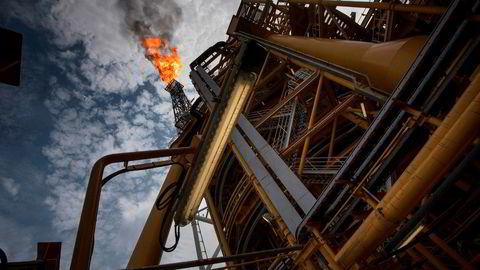 Oljeprisen faller 1,47 prosent torsdag ettermiddag. Her er bilde fra den flytende produksjonsenheten Kaombo Norte utenfor kysten til Angola.