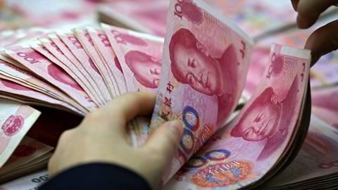 Kina har latt verdien på landets valuta få svekke seg kraftig de siste 18 månedene – etter at USA «avfyrte de første skuddene» i handelskrigen. Obligasjonsforvalterselskapet Pimco frykter det går mot nye valutakriger. Mange land forsøker å svekke egne valutaer.