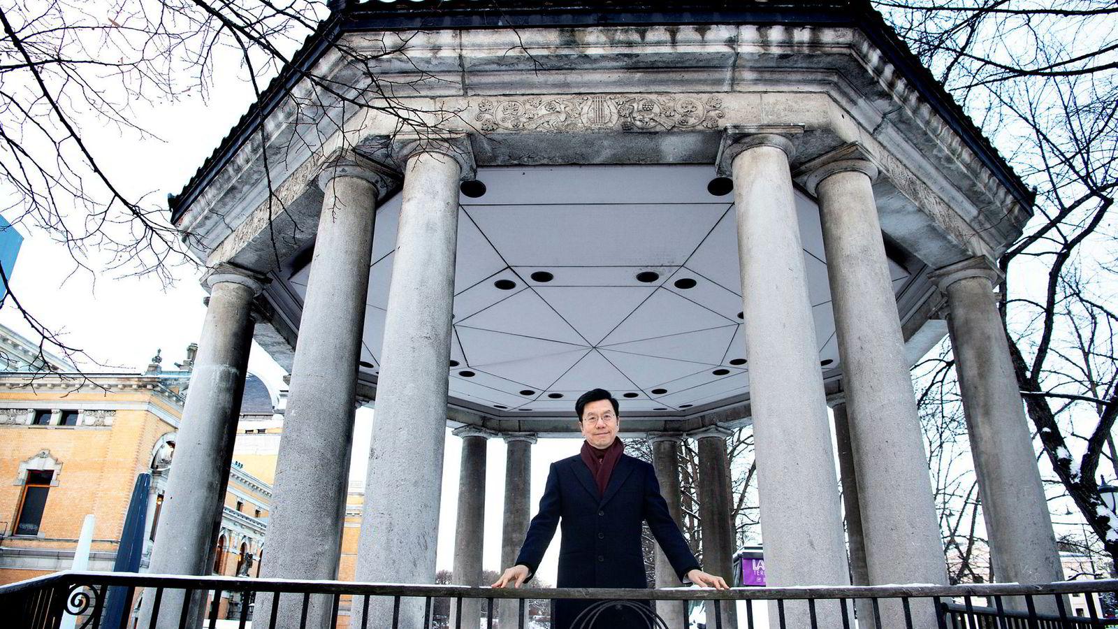 – Gjør som henne, sier Kai-Fu Lee, teknologiekspert og investor, til sin assistent når DN skal ta et bilde av ham. Lee har rundt 50 millioner følgere på den kinesiske sosiale medier-tjenesten Weibo, og besøket i Oslo må dokumenteres.
