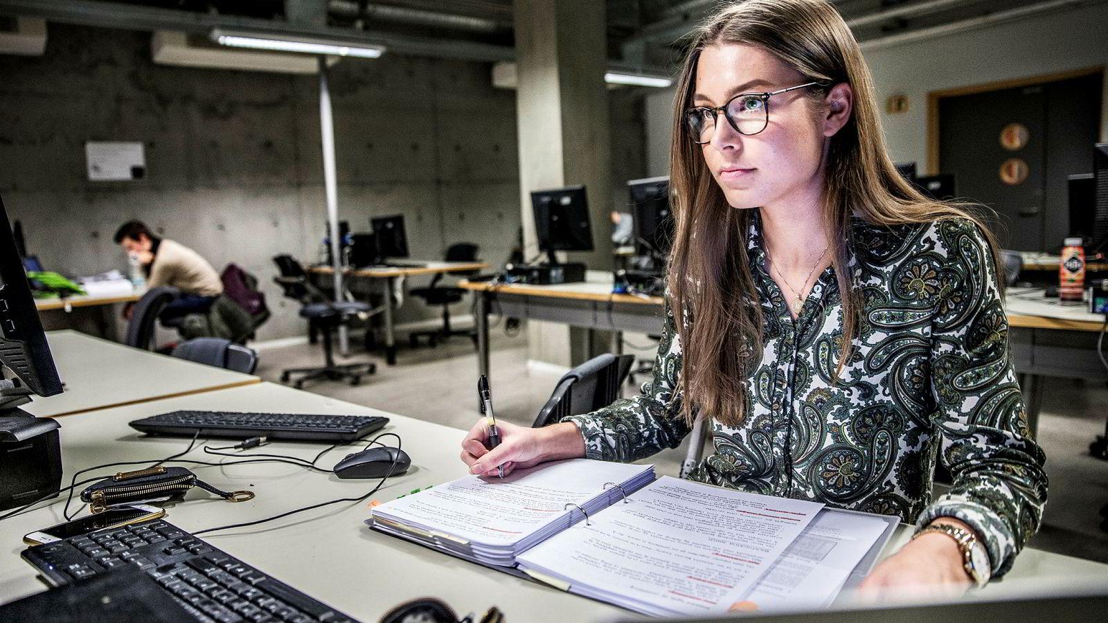 Ida Merete Enholm (21) studerer datateknologi, og for henne var valget enkelt. – Jeg liker godt å studere og jeg tror at i min bransje vil det lønne seg å ha en master når man en gang skal søke jobb, sier hun.