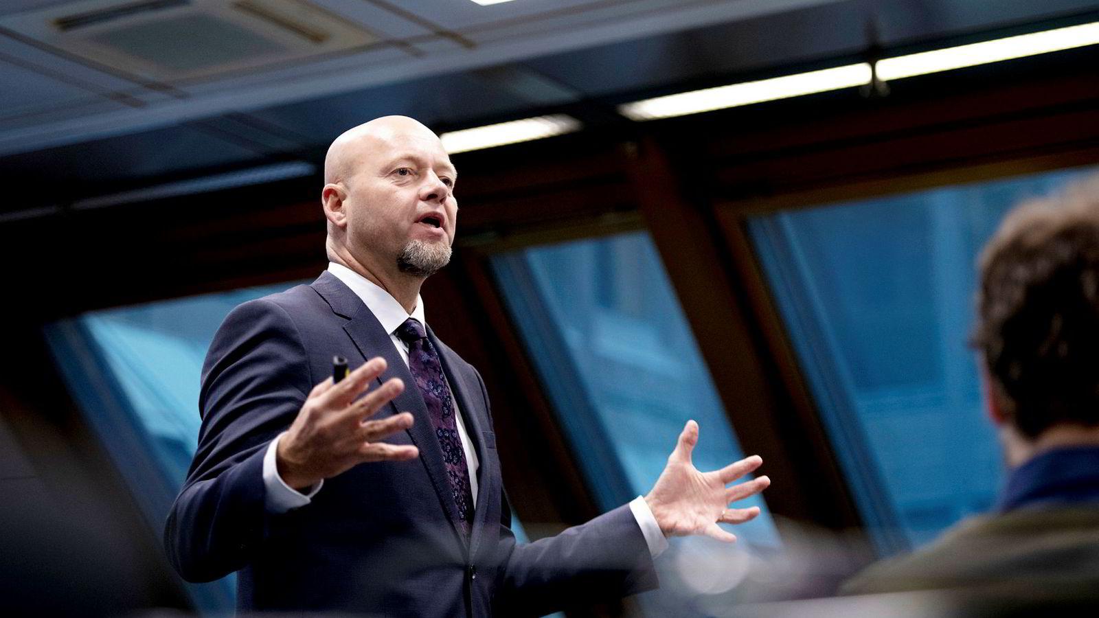 Yngve Slyngstad, administrerende direktør i Oljefondet, råder finansdepartementet til å åpne opp for investeringer i selskaper utenfor børs.