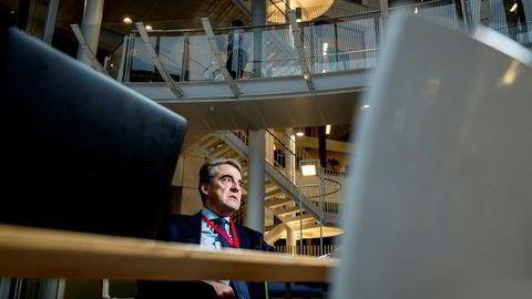 Alexandre de Juniac, leder for International Air Transport Association, har vært på Fornebu for å møte Norwegian-sjef Bjørn Kjos. Franskmannen er positiv til flyavgift om pengene brukes på miljøet.