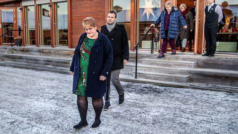 Kulturminister Trine Skei GrandeStatsminister, KrF-nestleder Kjell Ingolf Ropstad, Erna Solberg og finansminister Siv Jensen, har forhandlet på Hadeland siden starten av måneden.