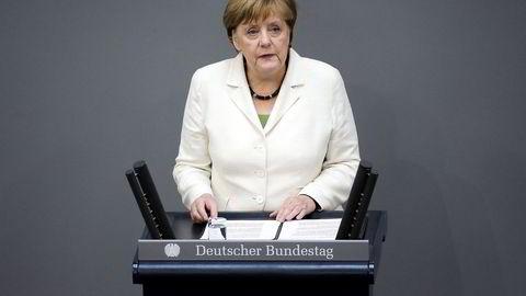 Den tyske forbundskansleren Angela Merkel talte om brexit i Tysklands parlament tirsdag formiddag. Foto:Markus Schreiber AP/NTB Scanpix