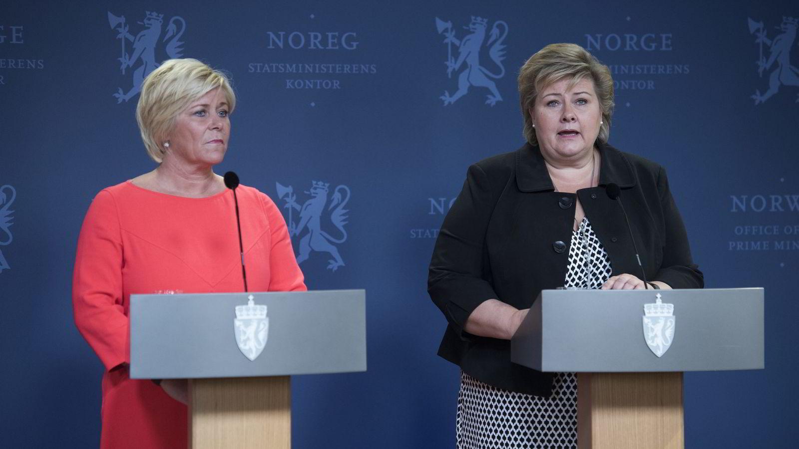 Statsminister Erna Solberg og finansminister Siv Jensen holder pressekonferanse fredag.