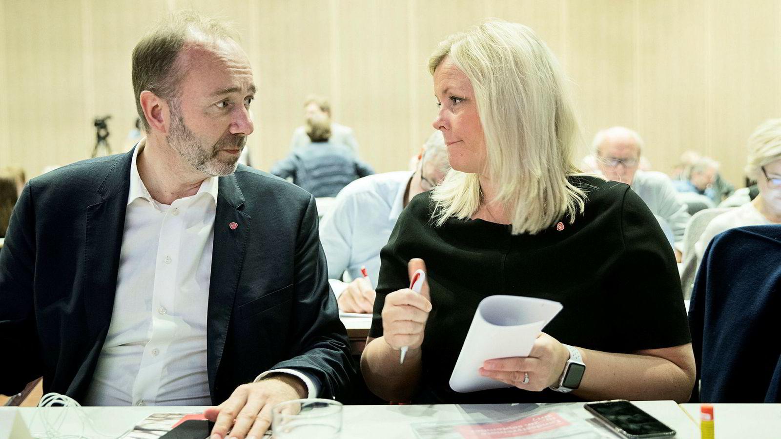 Partisekretær Stenseng opplyser at det per nå ikke er aktuelt med en Labour-modell. Her er hun med Giske i 2017.