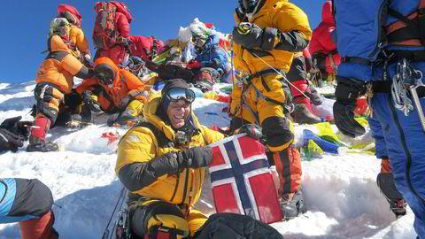 Trond Eilertsen på toppen av Mount Everest i 2013 da han besteg den siste av «seven summits». Til daglig jobber han i advokatfirmaet Wikborg Rein. Foto: Privat
